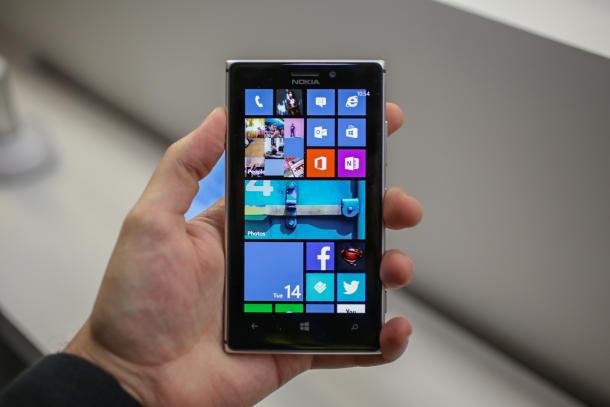 Thay màn hình Lumia 925