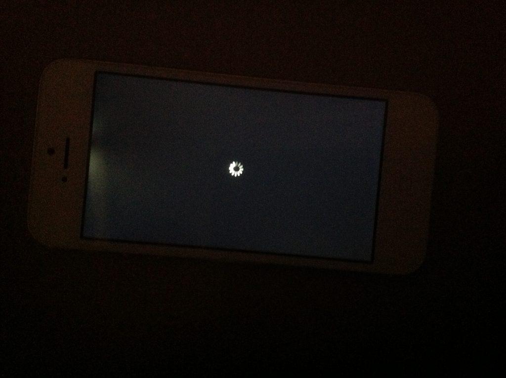 Màn hình iPhone 6/6 Plus bị hở sáng